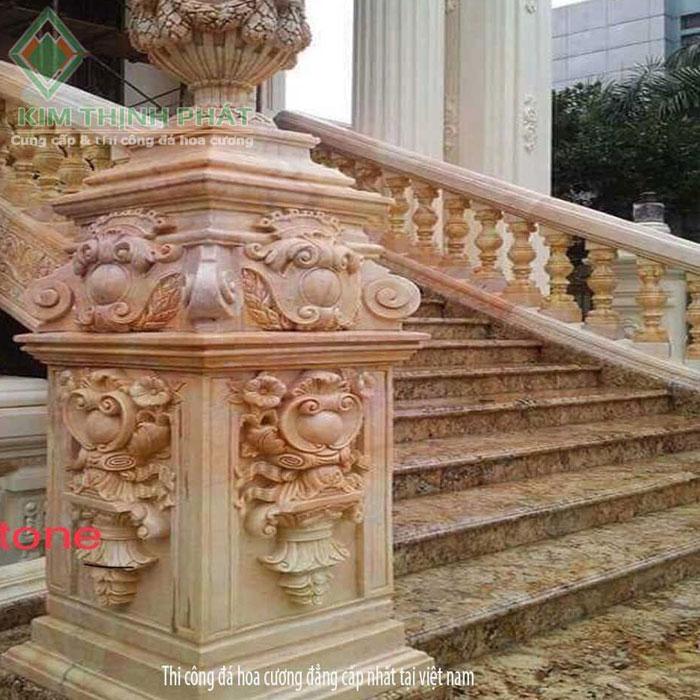 cầu thang đá hoa cương vàng