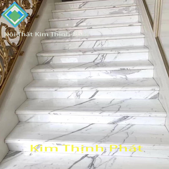 Đá hoa cương cầu thang cao bằng